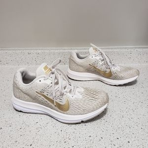 Nike Winflo 5 running shoes trainers gold tones 8